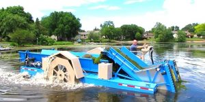 Eco Cutter - Aquatic Weed Harvester Cutting and Collecting Lake Weeds